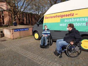 Dr. Sigrid Arnade im Gespräch mit Matthias Rösch am Mehr Barrierefreiheit Wagen