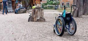 Barrieren für Rollstuhlnutzer*innen am Spielplatz