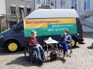 Dr. Sigrid Arnade im Gespräch mit Christina Marx am Mehr Barrierefreiheit Wagen