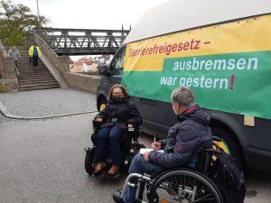 Dr. Sigrid Arnade im Gespräch mit Wiebke Richter am Mehr Barrierefreiheit Wagen