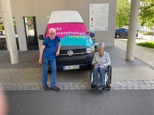 Dr. Sigrid Arnade und Hans-Günter Heiden am Mehr Barrierefreiheit Wagen